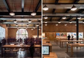 Soffitto In Legno Grigio : Mattoni a vista e arredamento in legno per lu apple store di