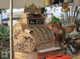 Resultado de imagem para feira de antiguidades da praça benedito calixto