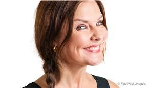 Anna-Lena Brundin är sångerska, föredragshållare, moderator och skådespelerska. Hon är också en av landets absolut skrattsäkraste och mest framträdande ... - anna-lena_brundin_2_0