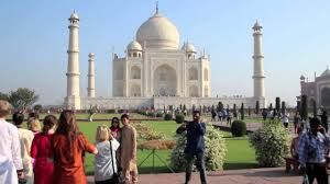essay on the favorite spot for foreign tourist taj mahal