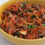 Салаты из моркови с куриными сердечками