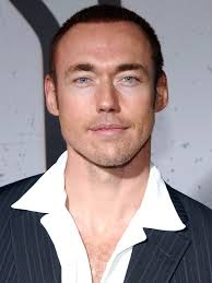 kevin-durand-01 Because you're so physically imposing, did you have to learn how to use that to your ... - kevin-durand-01
