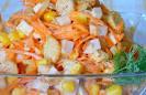 Как приготовить простой салат из сухариков
