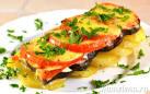 Картофель с баклажаном и помидором в духовке