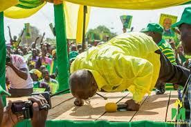 Image result for picha za rais magufuli AKIWA KAVAA NGUO ZA CCM