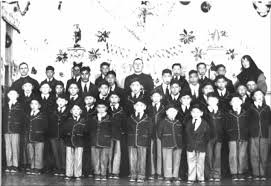 advocates for aboriginal st anne s school victims want voice in photograph of a group of boys and staff st anne s n residential school fort