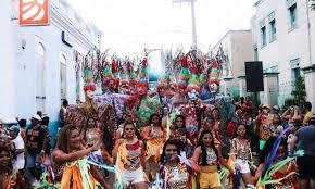 Em Vigia e Óbidos, foliões invadem as ruas com as cores e a alegria da folia popular