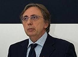 """""""La Scuola di Giornalismo """"Suor Orsola Benincasa"""" e l'intera Università si stringono attorno al direttore Pierluigi Camilli ed alla sua famiglia in un ... - dalessandro-rettore"""