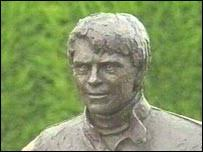 Statue of Roger Williamson. The statue is at Donington Park - _39339347_statue203