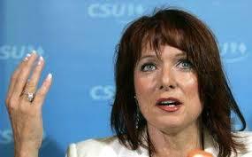 Polit-Rebellin Gabriele Pauli treibt konservative CSU-Leute auf die Palme. play Polit-Rebellin Gabriele Pauli treibt konservative CSU-Leute auf die Palme. - Gabriele-Pauli
