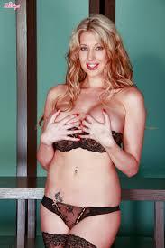 Twistys Lexi Lowe Lexi Lowe rubs her clit to reach the climax. Ossza meg a Gala vagy hagyja az ali megjegyzket