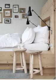tables de nuit avec 2 tabourets en bois au style scandinave bedside table in the bedroom furniture sticker style