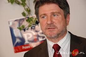 Ze względu na krytyczne komentarze Bogdana Rzońcy, radnego sejmiku wojewódzkiego na temat sytuacji w ZMKS-ie, Piotr Wojnarowicz odpiera jego zarzuty. - DSC_9565