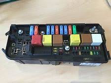 vauxhall vectra fuses & fuse boxes ebay Vauxhall Vectra C Fuse Box Diagram vauxhall vectra c signum front fuse box, relays ident up, uq, ur 93177488 vauxhall vectra c fuse box diagram