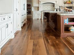Laminate For Kitchen Floors 20 Gorgeous Examples Of Wood Laminate Flooring For Your Kitchen