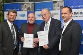 v.l.n.r.: Jörg Bruchertseifer, Uwe Friedrich und Dr. Bernhard Graduszewski (ehemalige Geschäftsführer Jenaer Nahverkehr GmbH), Olaf Behr (PRO BAHN ... - fgp_14_1