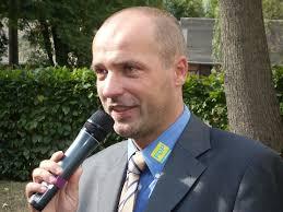 <b>...</b> sich beide im persönlichen Gespräch mit Schulleiter Dr. <b>Wolfgang Gündel</b>. - marian_koppe_6