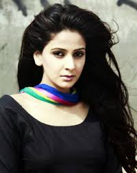 Saba Qamar Height - How Tall