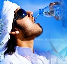 معلومة مذهلة :هل تعلم لماذا نهانا الرسول صل الله عليه وسلم عن الشرب والاكل واقفا