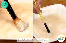 clean your dirty makeup brushes in the oil shoo blend