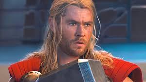 """Вот почему <b>Капитан Америка</b> смог поднять молот Тора в """"Финале ..."""