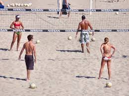 <b>Beach</b> volleyball - Wikipedia