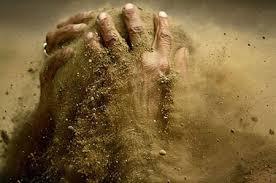 نتیجه تصویری برای عکس خاک در دست