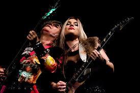 robertinho de recife e metalmania no sesc santos apresentando nova baixista banda vim de lounge