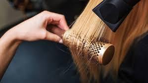 <b>Круглая расческа</b> для укладки <b>волос</b>: как выбрать и пользоваться