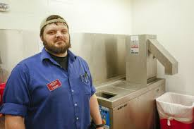waste not food recovery keeps surplus from becoming trash north tony boersma residential dining supervisor at concordia college explains on 6 how the food pulper behind him in moorhead reduces the volume of food