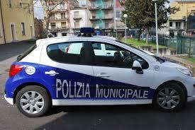Polizia Municipale, beneventano non si ferma all'alt e scappa: beccato senza patente