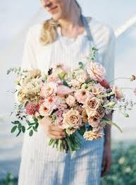 <b>DIY Hand</b>-Tied <b>Garden</b>-Style Bridal Bouquet