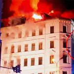 Letzte Rettung aus der Feuer-Hölle eines Leipziger Wohnhauses SPRINGEN ODER STERBEN!