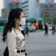 woman with air pollution face mask