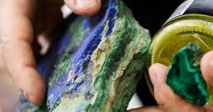 Известный научный центр продает <b>коллекцию минералов и</b> ...