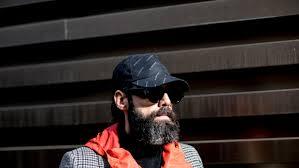 Как носят <b>бейсболки</b> герои стритстайла: фото со стильными ...