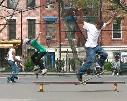 pic of youth skateboarders