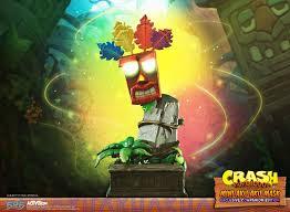 Crash Bandicoot™ - Mini <b>Aku Aku Mask</b> Exclusive Companion Edition