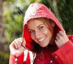 Kako da izgledate seksi i kada pada kiša. Promenljivo prolećno vreme ne mora da bude neprijatelj vašeg izgleda uz nekoliko jednostavnih saveta… - kako_da_izgledate_seksi_kada_pada_kisa_310782912