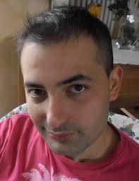 Mi chiamo Francesco Iacono, vivo a Cologno Monzese. Sono diplomato ragioniere e ho svolto un corso di formazione come massoterapista. - SAM_0166