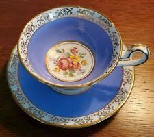 Синий старинный керамика и фарфор блюдца - огромный ...