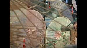 Chinese <b>oil</b>-<b>paper umbrella</b>: the ancient surviving <b>craft</b>| CCTV ...
