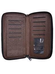 Вместительный и <b>лаконичный</b> кошелек с ремешком для ...