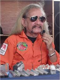 Andalas Datoe Oloan Harahap alias Ucok AKA adalah salah satu rocker legendaris Indonesia. Pria kelahiran Surabaya ini dikenal luas di tahun '70-an sebagai ... - bd_review_buku_ucok-aka-harahap-antara-rock-wanita-dan-keruntuhan-2