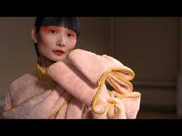 <b>Viktor & Rolf</b> haute couture automne-hiver 2020-2021 - YouTube