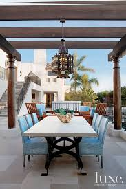 20 simply amazing outdoor lighting fixtures features design insight from the editors of luxe interiors design amazing outdoor lighting