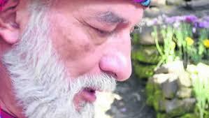 El sacerdote maya y vocero del consejo de ancianos, Carlos Barrios, salió al paso de todas las versiones que circulan por el mundo y que anuncian el fin de ... - padre