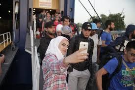 Αποτέλεσμα εικόνας για μεταναστες στο λιμανι πειραια