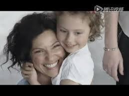 Hasil carian imej untuk 抱抱小孩子们只会增加亲切感