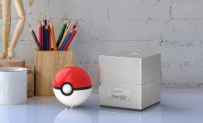 <b>Poké Ball</b> Replica | Sideshow Collectibles